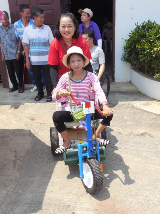 Thalidomide disabled 56 year old Nor Kaew of Raburi, Thailand at birth.